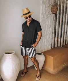 Beach Outfits Discover 15 Easy Mens Fashion Casual Tricks For A Sharper Look! Why mens fashion casual matters? Because no one likes to look boring! But what are the best mens fashion casual tips out there that can help you [] Menswear Street Style, Fashion Menswear, Outfit Strand, Summer Outfits Men, Summer Men, Beach Outfit For Men, Men's Beach Outfits, Spring Summer, Look Man