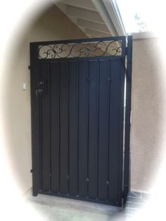 Metal Gate Door, Metal Fence Gates, Wrought Iron Garden Gates, Steel Fence, Front Gate Design, House Gate Design, Door Gate Design, Backyard Gates, Side Gates