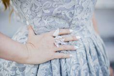 http://bit.ly/2HShMAP    Sezon weselny w pełni!! Dlatego przygotowałam dla Was mini poradnik, o tym jak znaleźć idealną sukienkę na wesele. Temat dość trudny, bo nigdy nie wiemy czy zaszaleć i kupić suknię a la królowa balu. Czy postawić na minimalizm i sukienkę wykorzystać na inne okazje.