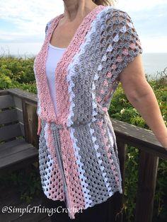 Easy Crochet Vest für Damen, Easy Crochet Sweater, Damenmode, Chloe Ve … – Ir… Cardigan Au Crochet, Gilet Crochet, Crochet Poncho Patterns, Crochet Shawl, Shawl Patterns, Crochet Blouse, Crochet Motif, Pull Crochet, Knit Crochet