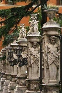 Via delle Quattro Fontane, Roma (esas columnas también llamaron mi atención)