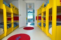 habitaciones infantiles con literas...el color a mi no me gustsa pero el idea que sí