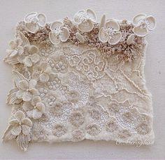 Panneau 3D dans l'idée des jardins imaginaires, feutre Nuno de soie et laine, étamine de coton, dentelle feutrée, velours de soie, motifs d...