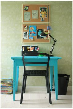Great child's desk for bedroom.
