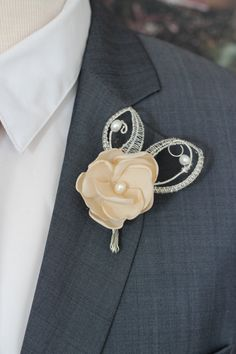 Crystal wedding boutonniere, pearls,ivory Lapel flower pin, traditional boutonniere, wedding boutonniere, rustic wedding boutonniere by Nevestica4Babes on Etsy