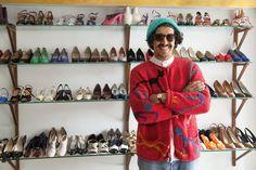 Roi du vintage parisien, Lhassan nous ouvre les portes de sa dernière réalisation, un temple de la chaussure vintage mais neuve. La Petite Fripe shoes.