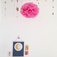 Night Night ✨🌙✨ Vorfreude auf Zuhause. Morgen geht es wieder nach München.#kidsroom #decoration #zuckerschnuerl #smallable #numero74 #moonandstars #pompom #interiordesign #kidsinterior #mumlife #pink #bellandboo #avaandyves #print #poster  #Regram via @thelittlecitylife