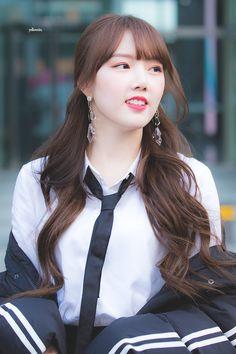 K-Pop Babe Pics – Photos of every single female singer in Korean Pop Music (K-Pop) Kpop Girl Groups, Korean Girl Groups, Kpop Girls, Cloud Dancer, Korean Star, G Friend, Entertainment, Most Popular Memes, Female Singers