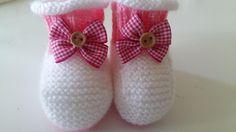Sapatinho Bebê Rosa e Branco   Tamanho: De o a 3 meses        Materiais utilizados:    Lã super bebe, 1 novelo ou sobras de cada uma da...
