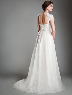 Bohemia, vintage y hermosa es la colección de vestidos de novia para el 2014 de la firma Temperley London.