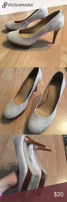 Tahiti Cream/Tan pump Tahari tan/cream color pump, 3 1/2 in heel, 3/4 in play form. Great condition! Not noticeable scuffs, minimal wear on bottom. Tahari Shoes Heels