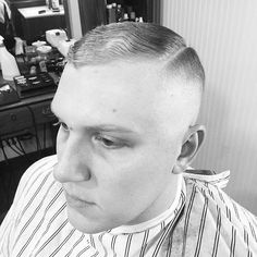 traditional barbers cape Tapered Haircut, Great Haircuts, Barbers, Short Cuts, Capes, Barber Shop, Short Hair Styles, Hair Cuts, Traditional