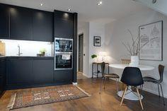 Шведский интерьер в черно-белом стиле квартиры 55 кв. метров