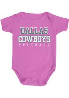 Your future Cowboys fan will look cute in this Dallas Cowboys Baby Pink Practice Creeper! This Cowboys Romper features a center front screen print graphic. Cowboys Gifts, Cowboys Shirt, Dallas Cowboys Hats, Cowboys Football, Cowboy Baby Shower, Cowgirl Outfits, Baby Accessories, Cute Babies, One Piece