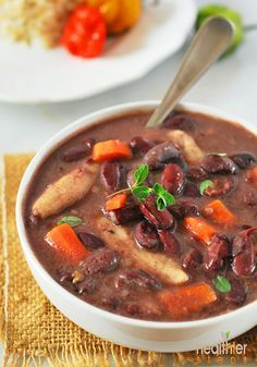 Jamaican Stew Peas with Dumplings Spinners (Vegan) It is a popular heart Jamaican dish that is a must try! Jamaican Stew Peas, Jamaican Cuisine, Jamaican Dishes, Jamaican Recipes, Jamaican Dumplings, Vegan Stew, Vegan Soups, Vegan Dishes, Vegan Food