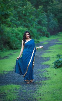 Deep Sea Blue-Green Pure Silk Georgette Saree with Sequins Long Skirt Top Designs, Model Poses Photography, Modelling Photography, Simple Kurti Designs, Saree Poses, Dehati Girl Photo, Plain Saree, Saree Photoshoot, Indian Bridal Fashion