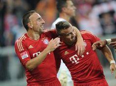 Die Bayern-Spieler Franck Ribéry (l) und Xherdan Shaqiri machten gegen Wolfsburg ein starkes Spiel. (Foto: Andreas Gebert/dpa)