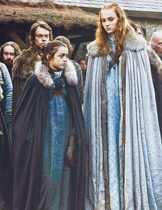 Game of thrones costumes. Arya and Sansa Stark, Sophie Turner and Maisie Williams