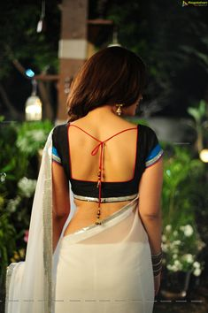 back open blouse designs indian Saree Blouse Neck Designs, Fancy Blouse Designs, Blouse Patterns, Saree Backless, Femmes Les Plus Sexy, Saree Photoshoot, Saree Models, Saree Dress, Indian Beauty Saree