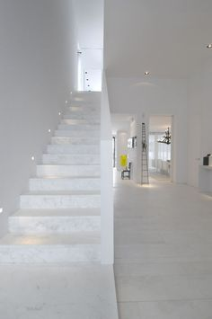 Home Improvement Archives Modern Staircase with simple marble floors, High ceiling Tiled Staircase, Tile Stairs, Modern Staircase, House Stairs, Staircase Design, Interior Stairs, Interior And Exterior, Baroque Decor, Marble Floor