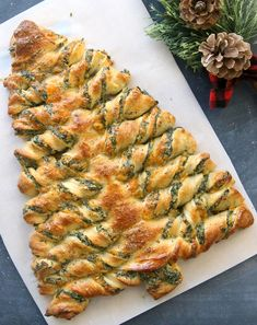 Christmas tree spinach dip breadsticks These Christmas tree breadsticks are stuffed with spinach dip! Such a fun appetizer to take to a holiday party. The post Christmas tree spinach dip breadsticks appeared first on Fingerfood Rezepte. Christmas Snacks, Xmas Food, Christmas Cooking, Christmas Lunch Ideas, Christmas Finger Foods, Christmas Eve Appetizers, Christmas Tree Food, Christmas Bread, Christmas Apps