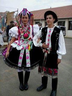 Palóc népviselet Hollókő Ukraine, Costumes Around The World, Art Populaire, Folk Clothing, Hungarian Embroidery, Folk Dance, World Photo, Folk Costume, My Heritage