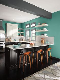 Awesome kitchen colors combining black and white cabinetry with bright blue-green walls Kitchen Color Themes, Kitchen Paint Colors, Redo Kitchen Cabinets, Kitchen Redo, Interior Wood Stain Colors, Paint Themes, Cottage Style Homes, Room Colors, Modern Interior Design
