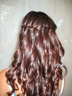 Brides request for waterfall braid with loose curls