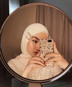 Roundup of Hair Clip Inspo—Hijabified's Casual Hijab Outfit, Ootd Hijab, Hijab Chic, Modern Hijab Fashion, Muslim Fashion, 70s Fashion, Hijabi Girl, Girl Hijab, Hijabs