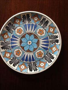 Une tuile faite d& folkloriques Iznik - Une tuile faite d& folkloriques Iznik - Pottery Painting, Ceramic Painting, Ceramic Art, Turkish Art, Turkish Tiles, Ceramic Plates, Decorative Plates, Tuile, Polish Pottery