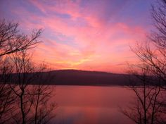 Wake up early and catch an amazing sunrise on Lake Wallenpaupack in the Pocono Mountains! #PoconoMtns