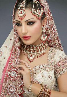 Pakistani Bridal Makeup Pictures:In Pakistani bridal makeup and new fashion styles. to view new pakistani bridal makeup style Have a nice Pa. Beautiful Indian Brides, Beautiful Bride, Beautiful Gorgeous, Beautiful Outfits, Beautiful Women, Indian Wedding Makeup, Indian Makeup, Bengali Makeup, Arabic Makeup
