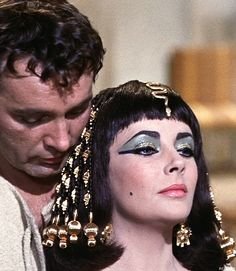 "Elizabeth Taylor and Richard Burton in ""Cleopatra"" Classical Hollywood Cinema, Hollywood Star, Vintage Hollywood, Classic Hollywood, Burton And Taylor, Elizabeth Taylor Cleopatra, Queen Cleopatra, Eddie Fisher, Egyptian Costume"