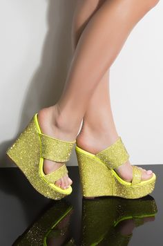 Wedges Mule Shoes has never been so Insanely Cute! Since the beginning of the year many girls were looking for our Perfect guide and it is finally got released. Now It Is Time To Take Action! Pretty Shoes, Cute Shoes, Shoe Wardrobe, Girls Shoes, Shoes Women, Woman Shoes, Ladies Shoes, Everyday Shoes, Wedge Sandals