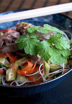 Insalata di manzo all'orientale | Le insalate dell'estate: #ricette gustose per pranzi leggeri