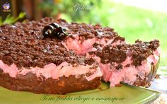 Torta fredda ciliegie e mascarpone, un involucro di biscotti croccanti al…