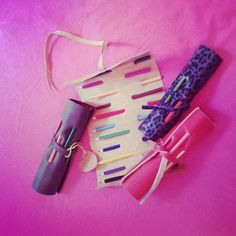 Portalápices, para llevar tus cosas siempre a mano. Straightener, Hair, Beauty, Colors, Hipster Stuff, Beauty Illustration, Strengthen Hair
