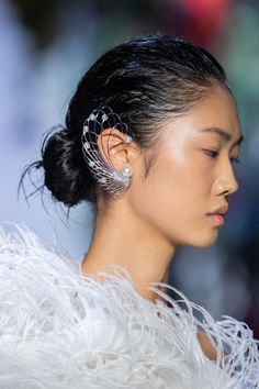 Nov 2019 - The complete Prabal Gurung Spring 2020 Ready-to-Wear fashion show now on Vogue Runway. Alexander Wang, Alexander Mcqueen, Women Accessories, Fashion Accessories, Fashion Jewelry, Vogue Paris, Fashion 2020, Fashion Show, High Fashion