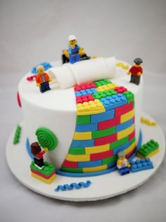 How to make a Lego cake or Lego cupcakes for a birthday party! These Lego cake ideas have easy tutorials and designs for a homemade Lego birthday cake! Fancy Cakes, Cute Cakes, Pink Cakes, Lego Torte, First Birthday Cakes, 26 Birthday, Birthday Cake Kids Boys, Amazing Birthday Cakes, Fondant Birthday Cakes