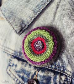 comment faire un oiseau en laine avec des bouts de laine de plusieurs couleurs n 39 est il pas. Black Bedroom Furniture Sets. Home Design Ideas
