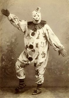 40 Haunting Snapshots of Creepy Clowns You Really Don't Want to See Before Bedtime ~ vintage everyday Creepy Facts, Creepy Clown, Creepy Halloween, Halloween Costumes, Clown Costumes, Creepy Horror, Circus Baby, Circus Clown, Creepy Old Pictures