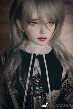 MIGI DOLL DOLL 【期間限定】Vampire Miho in Halloween Limited | 総合ドール専門通販サイト - DOLKSTATION(ドルクステーション) Ooak Dolls, Blythe Dolls, Barbie Dolls, Pretty Dolls, Beautiful Dolls, Kawaii, Pale Face, Humanoid Creatures, Anime Dolls