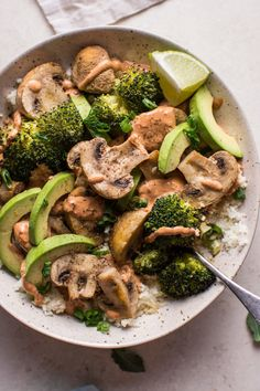 This spicy chipotle Buddha bowl with cauliflower rice is a filling, healthy, vegetarian, and low-carb meal. Roasted mushrooms and broccoli are the stars of the show. What are Buddha bowls? According to the internet, they Healthy Dinner Recipes, Low Carb Recipes, Whole Food Recipes, Vegetarian Recipes, Cooking Recipes, Rice Recipes, Vegetarian Low Carb Meals, Vegetarian Brunch, Vegetarian Sandwiches