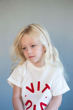 LUKA t-shirt - Natural white - Logo print Photo: Therese Fische Kids Wear, Product Launch, Comfy, Logo, Studio, Natural, How To Wear, T Shirt, Collection