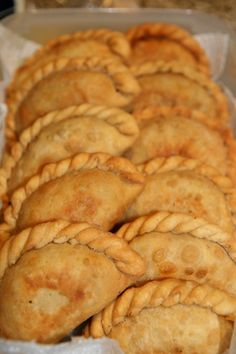 Mmm I will forever miss cheese empanadas fresh from Argentina Bolivian Food, Mexican Food Recipes, Dessert Recipes, Argentina Food, Argentina Recipes, Puerto Rico Food, Peruvian Recipes, Latin Food, Mets