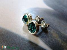 Smaragd Swarovski kristály ezüst bedugós fülbevaló, Ékszer, óra, Fülbevaló, Ékszerkészítés, Meska Cufflinks, Accessories, Fashion, Moda, Fashion Styles, Fasion, Wedding Cufflinks, Ornament