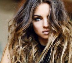 cheveux-couleur-caramel-longs-coffure-boucles