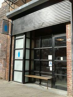 Blue Bottle Coffee New York Coffee Bar Design, Coffee Shop Bar, Coffee Store, Coffee Cafe, My Coffee, Cafe Shop, Cafe Bar, Cafe Exterior, Blue Bottle Coffee