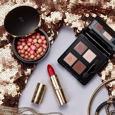 You know what makes our 'Giordani Gold' range so special? It makes your eyes to shine, face to glow, and lips so red... #IndulgeInGold #Oriflame #OriflameIndia #BronzingPearls #EyeShadowQuad #IconicLipstick #Subtle #Shimmer #Makeup #Passion #Glamour #Gorgeous #Beauty