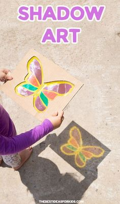 Make amazing shadow art with kids! Get 2 free printable templates. This is such a fun kids activity! Recycled Crafts Kids, Fun Crafts For Kids, Summer Crafts, Diy For Kids, Recycling Projects For Kids, Summer Art, Outdoor Activities For Kids, Preschool Learning Activities, Preschool Crafts
